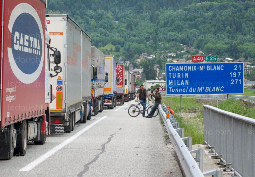 Colonne-di-TIR-a-Chamonix